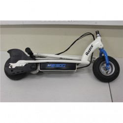 SALE OUT. Razor E300 Electric Scooter - Whte/Blue / REFURBISHED USED SCRATCHED WITHOUT ORIGINAL PACKAGING Razor E300 Electric Sc